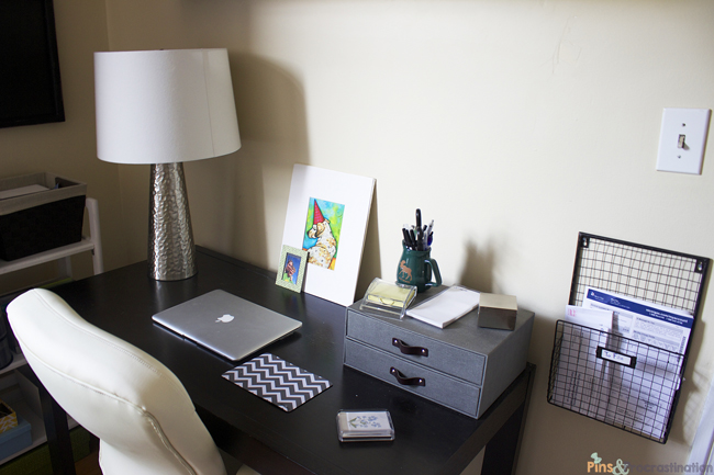 guest-room-desk-close-up