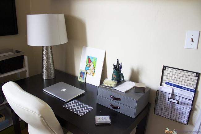 guest-room-desk-close-up