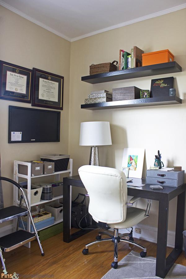 guest-room-desk-corner