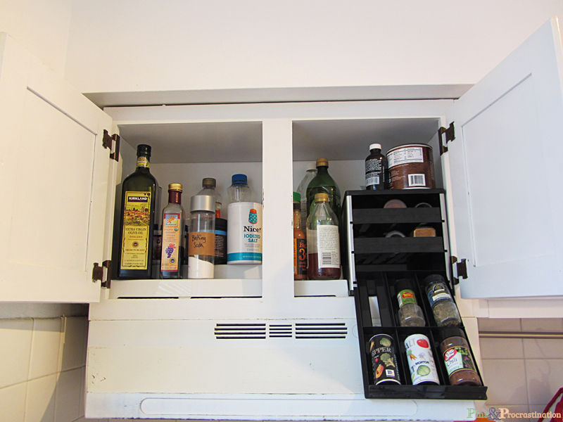Kitchen organization can be so difficult, especially if you have a small kitchen. This small kitchen organization ideas are so great! I love the solution for pots and pans- the cabinet looks so neat and organized.